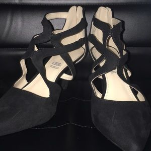 ✨NWOT✨Wide High Heels with a ZIP up Back